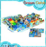 Strumentazione molle dell'interno del gioco utilizzata annuncio pubblicitario di tema dell'oceano per i bambini