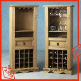 Деревянный стеллаж для выставки товаров вина