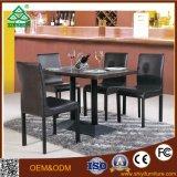 Table basse et chaise à bois en public