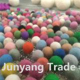 Esfera Handmade colorida de feltro de lãs de 100% para a decoração do Natal