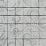 壁に使用されるモザイクパターンのガラス