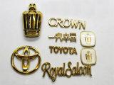 機械を金属で処理する車のロゴの金のローズの金の真空