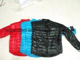Ropa común, mujeres/del hombre chaquetas abajo, una capa más barata del invierno del precio/chaquetas