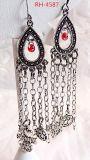 Antiek zilver drop met rode bead in Soccer Charms aan Antiek zilver Chains Soccer Jewelry Soccer Earrings (RH-4587)