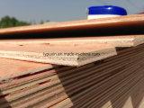Madera contrachapada usada de pila de discos