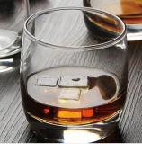 LEED освобождают стекла кружки вискиа выпивая