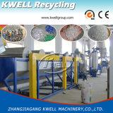Botella de agua mineral que recicla la máquina, animal doméstico que machaca la lavadora