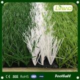 Césped artificial del campo de fútbol del balompié de la alfombra barata de la hierba