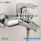 Os mercadorias sanitários baratos modernos escolhem misturador fixado na parede da banheira do punho