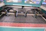 ロールファブリックまたは織物の/Cloth/Leatherのための4つのヘッド二酸化炭素レーザーの切断機械