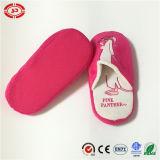 ピンクのヒョウのプラシ天の柔らかい品質のホテルのスリッパ