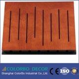 Panneaux décorés acoustiques perforés de forces de défense principale de bois de construction en bois
