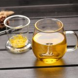La tazza di tè di vetro di qualità principale con il filtro personalizza la tazza di vetro del tè di marchio