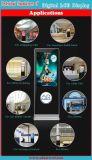 Un pavimento da 55 pollici che si leva in piedi la visualizzazione di pubblicità di schermo dell'affissione a cristalli liquidi di Digitahi che tocca lo schermo dell'affissione a cristalli liquidi