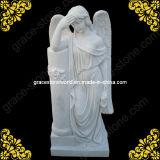 De marmeren Engel van het Beeldhouwwerk voor het Monument van de Begraafplaats