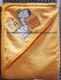 綿のベロアの赤ん坊のフード付きタオル