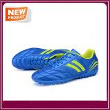 Le football de mode chausse des chaussures du football