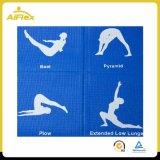Складывая циновка йоги перемещения