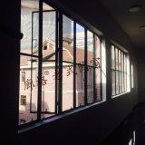 عالة تصميم قديم حديد نافذة