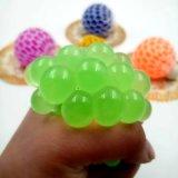 Sfera Squishy della maglia - sfera di gomma di sforzo dell'uva dello sfiato - che comprime la sfera di distensione della tensione - verde