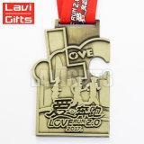 新しい記念するスポーツメダルおよび金属の銀製のトロフィのコップメダル