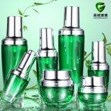 Cosméticos verdes frasco de vidro e frasco de prata instantâneo da tampa do vidro