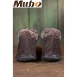 方法男女兼用の本物の羊皮は余暇の靴に蹄鉄を打つ