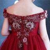 WegSchulter Stickerei-rotes Blumen-Mädchen-Kleid