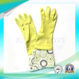 Защитные перчатки латекса работы чистки с ISO9001 одобрили