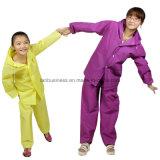 아이들과 성숙한 나누 유형 두꺼운 비옷