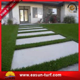 Césped sintetizado de la hierba artificial de la alfombra decorativa para el jardín