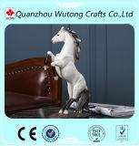 中国の製造者は樹脂の現実的な跳躍の馬の彫刻の彫像を卸し売りする