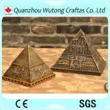 Pirâmide Tourist da lembrança da resina para a decoração Home