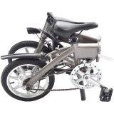 [14ينش] بالغ يطوي درّاجة كهربائيّة مع [ليثيوم بتّري]