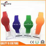Faixa de pulso do silicone do negócio e da promoção com cor diferente