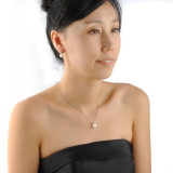 Insieme elegante dei monili della perla degli orecchini della collana di cerimonia nuziale della ragazza