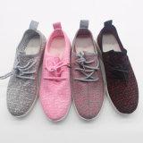 高品質のスニーカーFlyknitは人の女性のサイズの通気性のスポーツの靴に蹄鉄を打つ