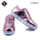 Sapatas da sapatilha do diodo emissor de luz dos miúdos e das mulheres do estilo da forma e sapatas do plutônio