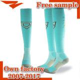 Bestes Qualitätsphantasie-Knie-hoher Fußball trifft kundenspezifische Socken hart