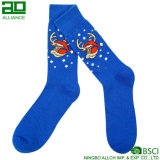 Радостные счастливые связанные длинние носки рождества экипажа