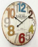 Reloj redondo de madera de la antigüedad (vendimia)
