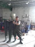 機械を作る雨靴