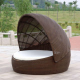Daybed di menzogne di vimini della base del salotto di Sunbed del giardino del rattan della tonalità ovale esterna della mobilia