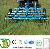 Le tracteur Herse à dents de printemps de l'herbe de rajeunir les pâturages