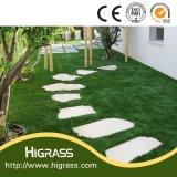옥외를 위한 인공적인 잔디를 정원사 노릇을 하는 정원 훈장