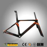 Interno tutta la pagina 700c della bici della strada della fibra del carbonio di percorso di cavo