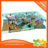 Campo da giuoco dell'interno del parco di divertimenti del centro del gioco di bambini di iso con addestramento