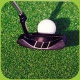 Qualität PET Golf, das künstliches Gras ausbreitet