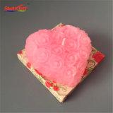 분홍색 심혼은 선물 팩에 있는 로즈 발렌타인 데이 초를 형성했다