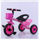 In het groot Plastic Rit op de Driewieler van de Jonge geitjes van de Baby van het Speelgoed